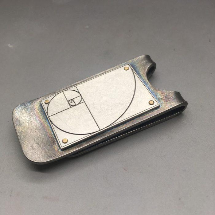 portasoldi in titanio, argento e oro giallo